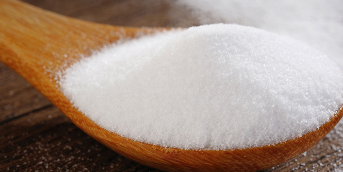 Use-baking-soda-for-dandruff-treatment