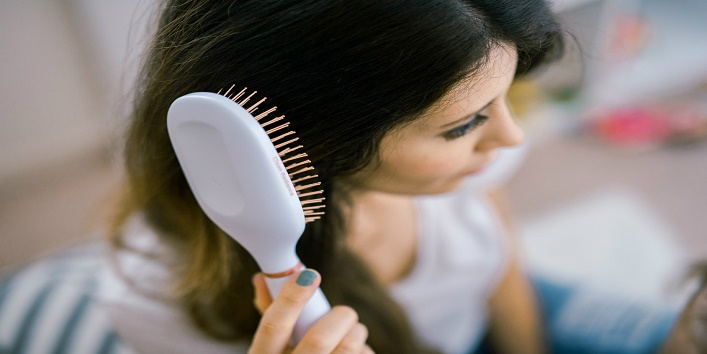 Things you should never do to your hair11