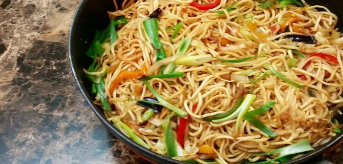 How To Cook Indian-Style Chilli Garlic Noodles At Home
