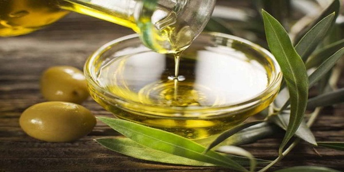 Olive Oil Massage For Naturally Moisturized Scalp & Hair