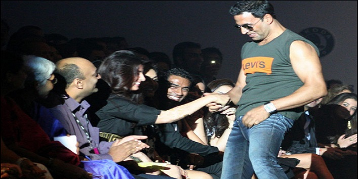 Twinkle Khanna For Unbuttoning Akshay Kumar's Pants in Public