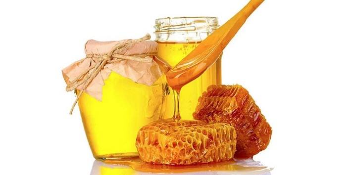 Pump up the volume and shine with a touch of honey to your dull n dry hair