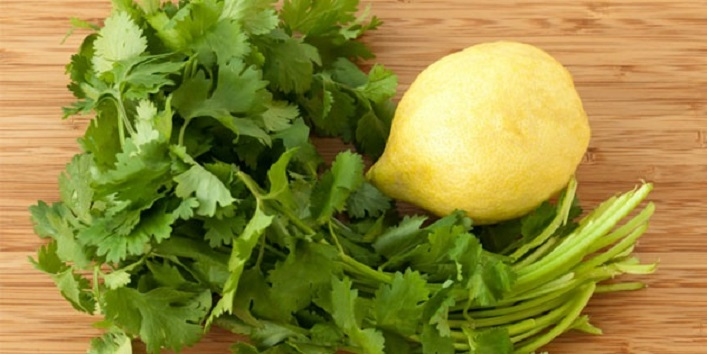 Coriander with lemon juice