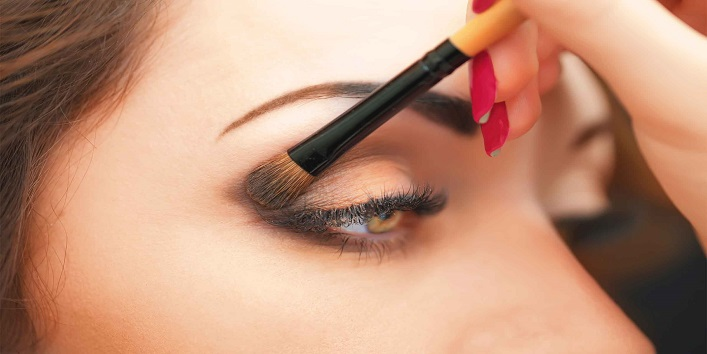 Pop up your eyes with eyeshadow