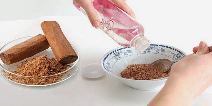 Sandalwood and rose water to prevent the occurrence of marks