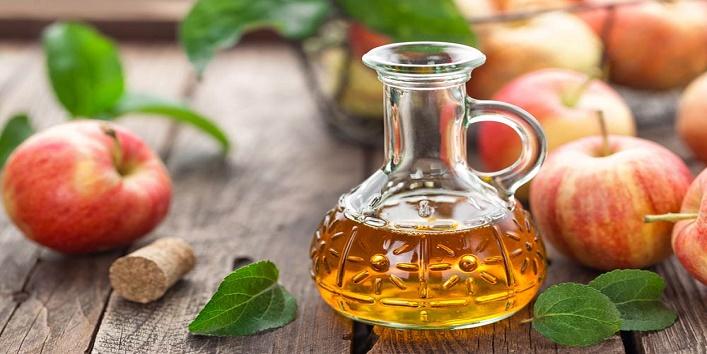 Apple-cider-vinegar-to-balance-pH-level-of-scalp