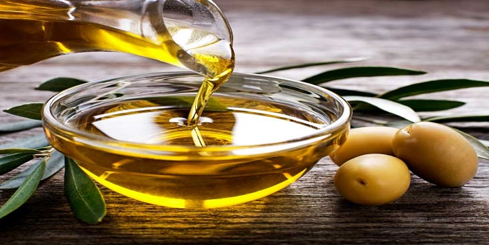 Olive-oil-for-soothing-your-scalp