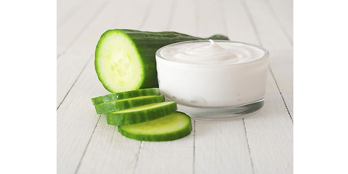 Cucumber and milk cream for hydrating lips