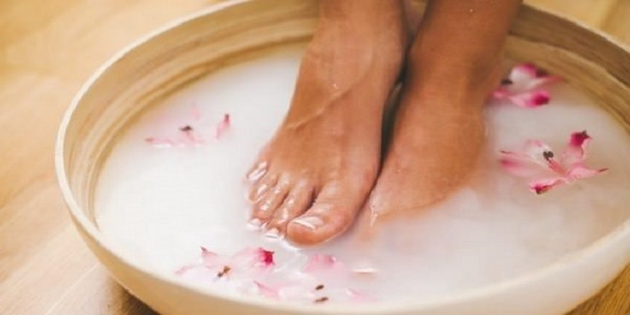 Simple-Tips-to-Take-Care-of-Your-Feet-This-Winter-2