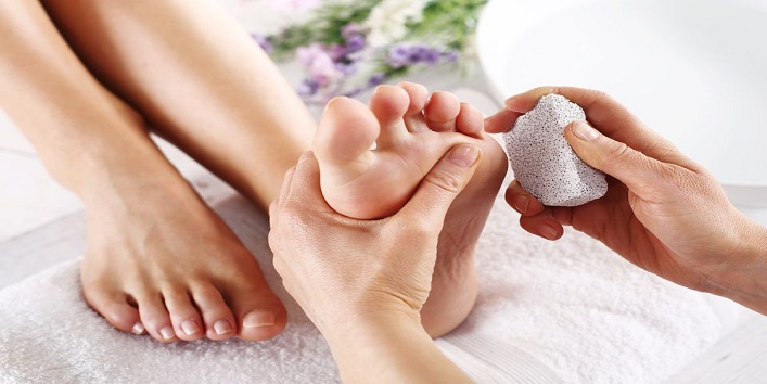 Simple-Tips-to-Take-Care-of-Your-Feet-This-Winter-3