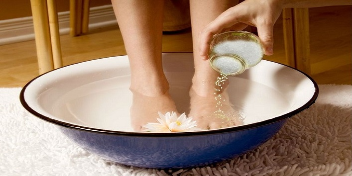 Simple-Tips-to-Take-Care-of-Your-Feet-This-Winter-7