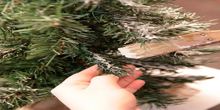 Easy-Tips-to-Clean-Artificial-Christmas-Tree-2
