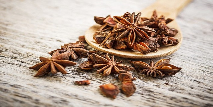 Anise seeds and cloves