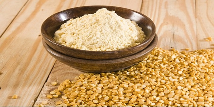 Gram flour, almond oil and olive oil mask for flawless skin