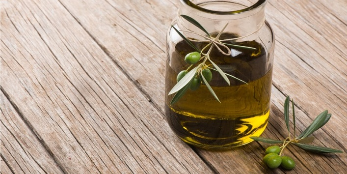 Olive oil and lavender essential oil cleanser to treat blackheads