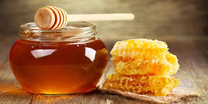 Flax seed oil with honey and yogurt