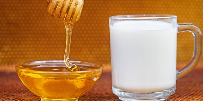 Honey, milk, and besan pack for dry skin