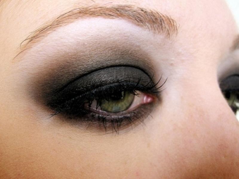 Makeup tips for smokey eyes